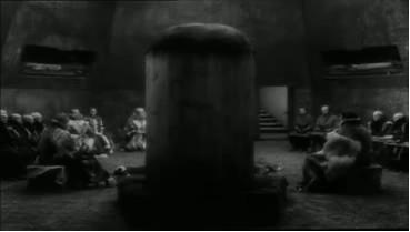 Figure 6: The phallic throne: Lear's knights wait outside the door